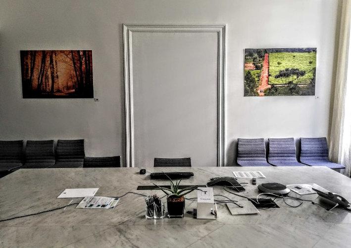 Salle de signature d'un notaire